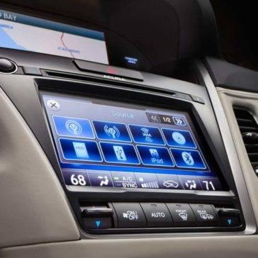 2017 Acura RLX interior features