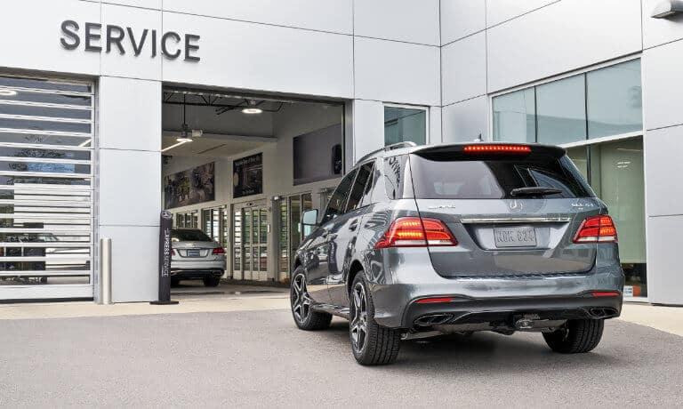 SUV arriving at Mercedes-Benz service center