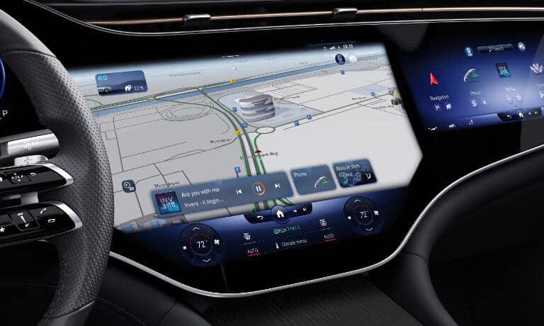 2022 Mercedes-Benz EQS Sedan interior screens