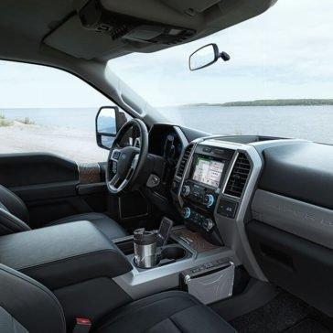 2017-Ford-Super-Duty-lariot-interior