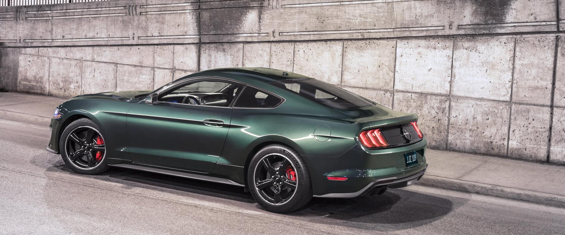 Ford introduces the new cool and powerful 2019 Mustang Bullitt.