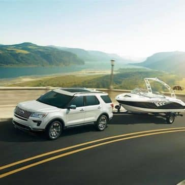 2018 Ford Explorer Canada towing a boat
