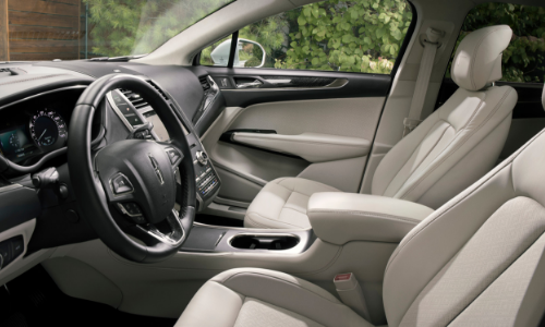 Step inside the cabin of the MKC and feel true comfort.