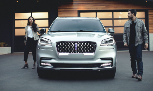 2020 Lincoln Aviator front exterior