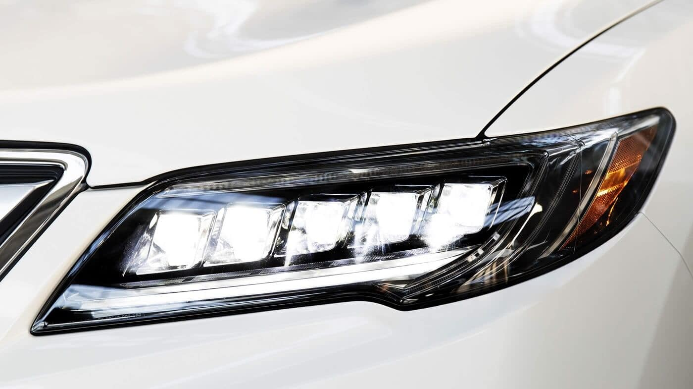 2018 Acura RDX headlight close up