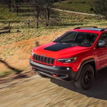2019 Jeep Cherokee country road