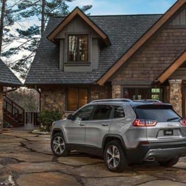2019 Jeep Cherokee in driveway