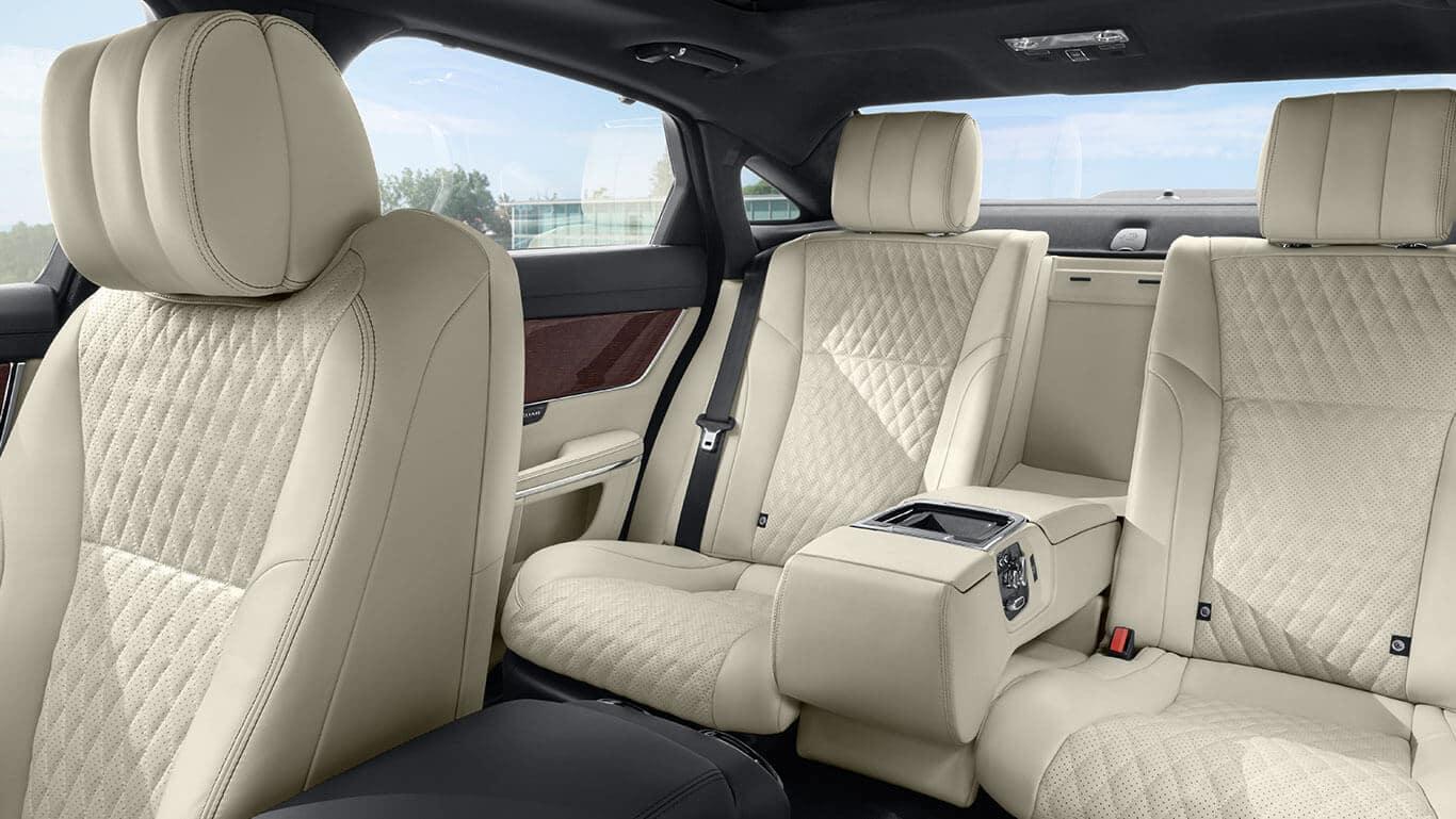 2018 Jaguar XJ interior seats