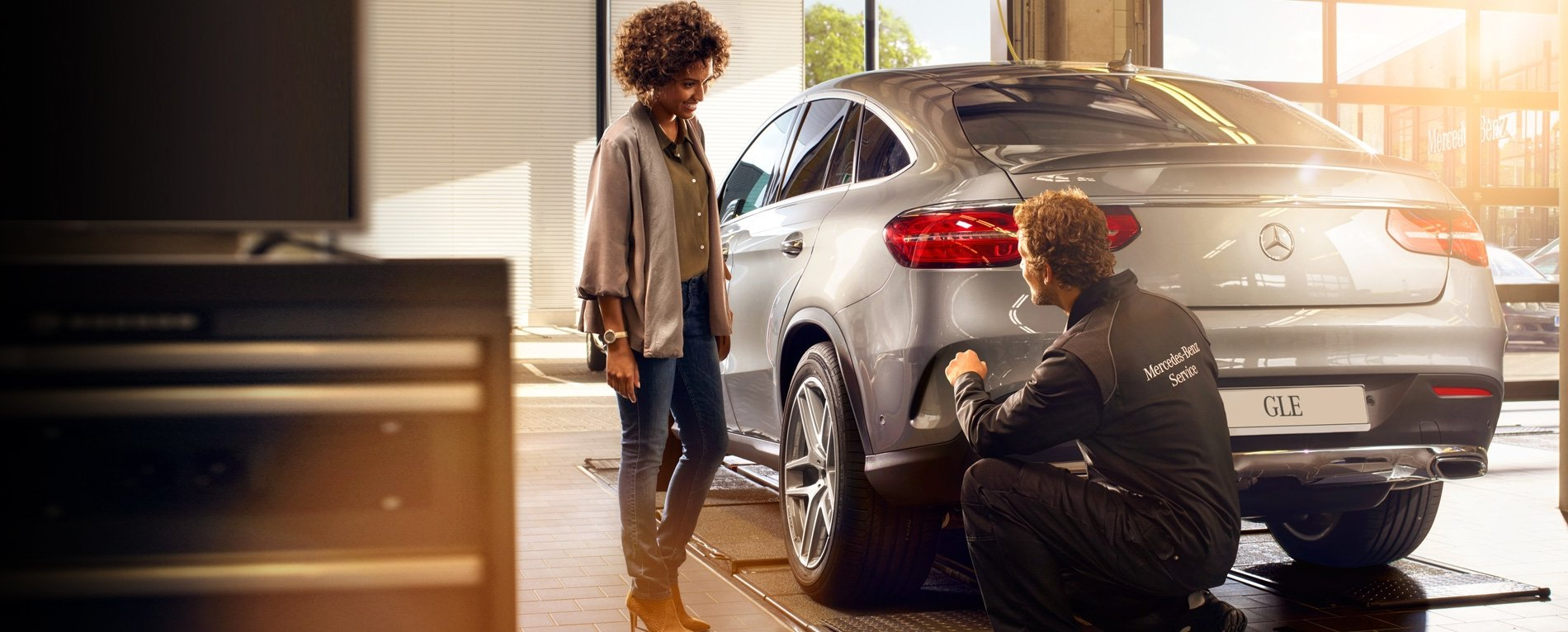 Mercedes benz service at 6120 mavis road in mississauga for Mercedes benz financial services phone number