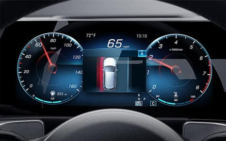 Electronic Mercedes-Benz dashboard