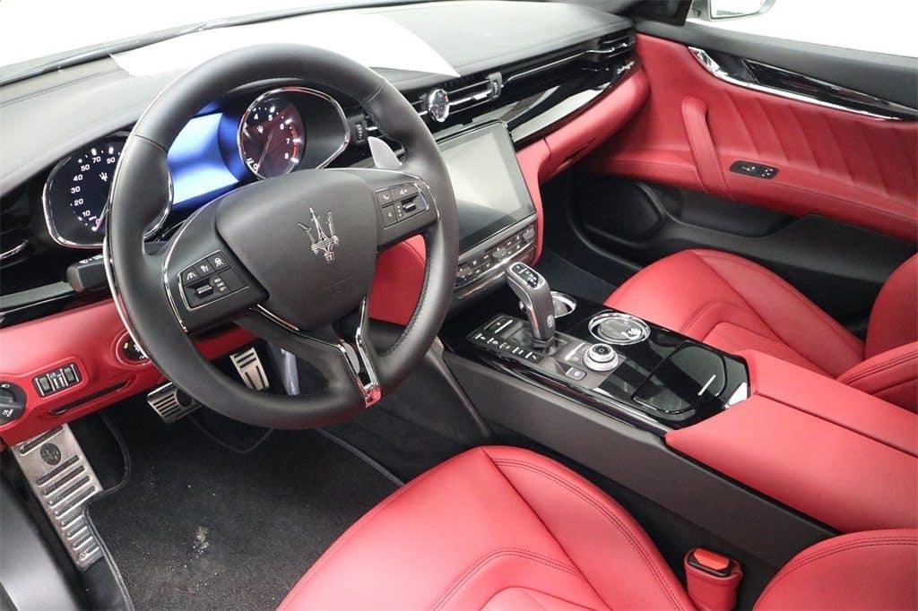 2019 Maserati Quattroporte interior