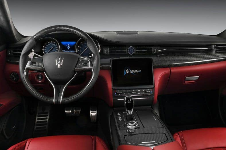 2020 Maserati Quattroporte interior
