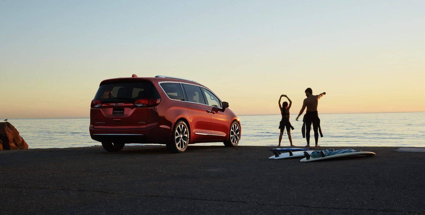 2017-chrysler-pacifica-gallery-exterior-red-side-rear