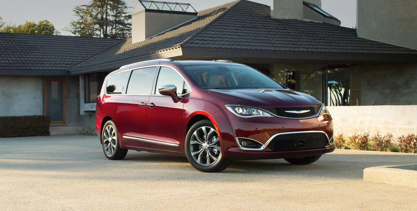 2017-chrysler-pacifica-gallery-exterior-red