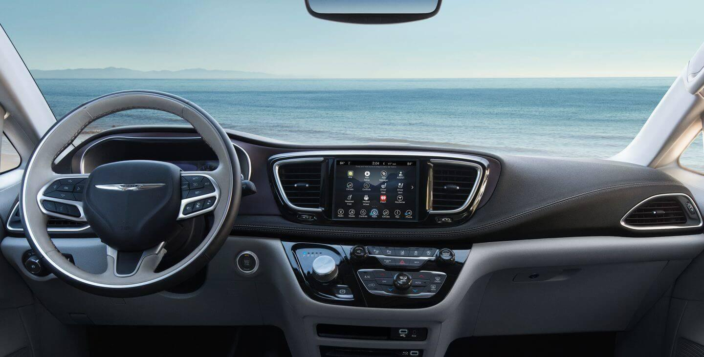 2017-chrysler-pacifica-gallery-interior-front