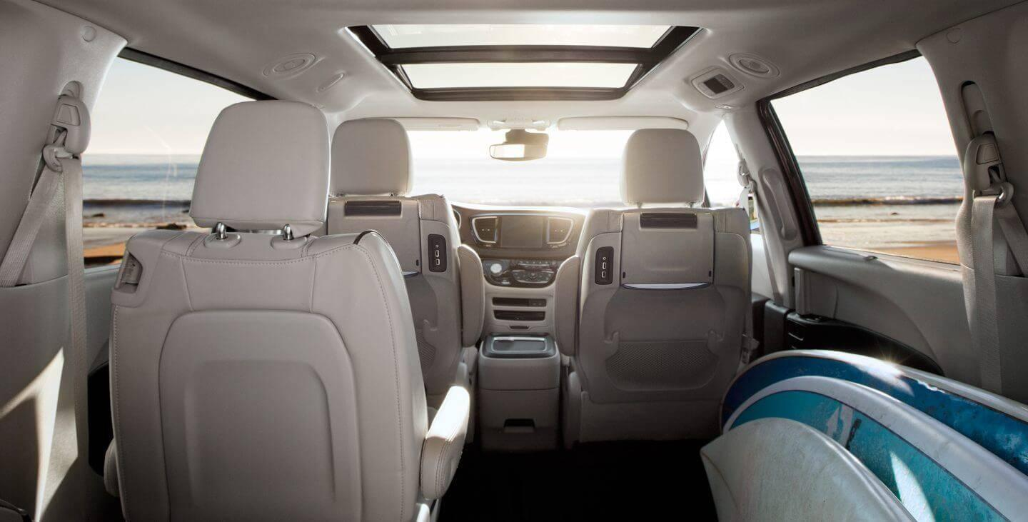 2017-chrysler-pacifica-gallery-interior-rearview