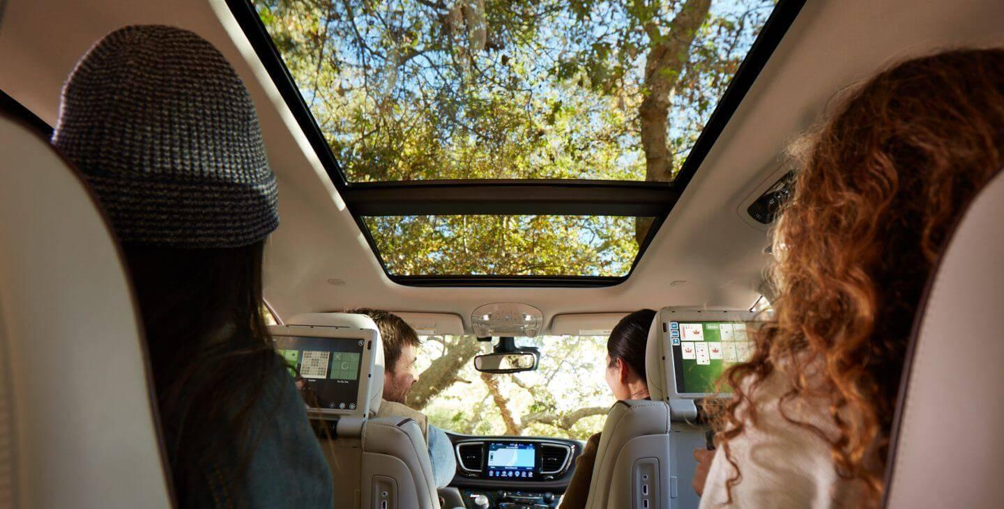 2017-chrysler-pacifica-gallery-interior-sunroof
