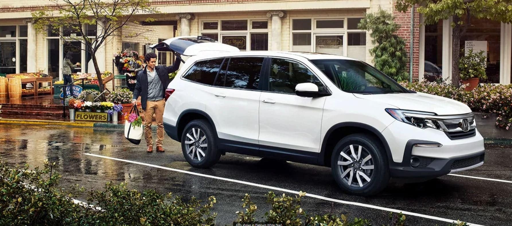 White 2020 Honda Pilot with automatic lift gate being loaded up with groceries