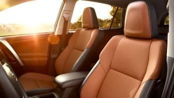 2017-toyota-rav4-front-seats