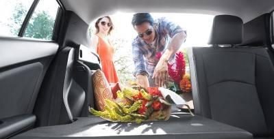 2017-toyota-prius-split_rear_seat