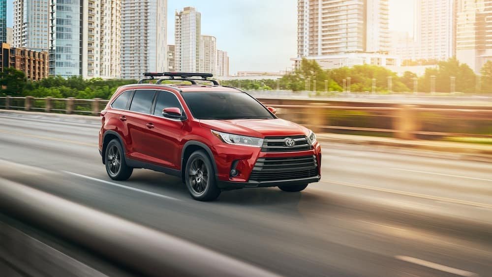 2019 Toyota Highlander red in the city