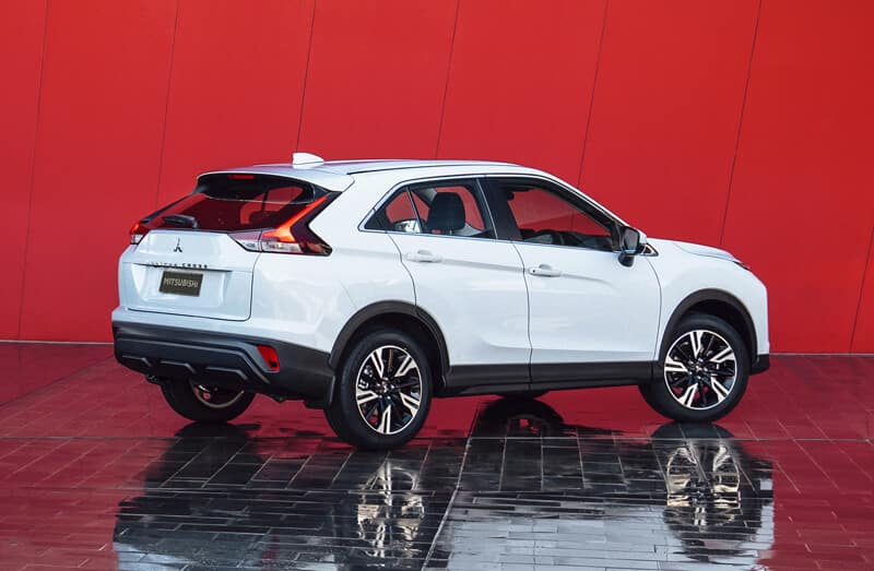 2022 Mitsubishi Eclipse Cross Rear Angle Image