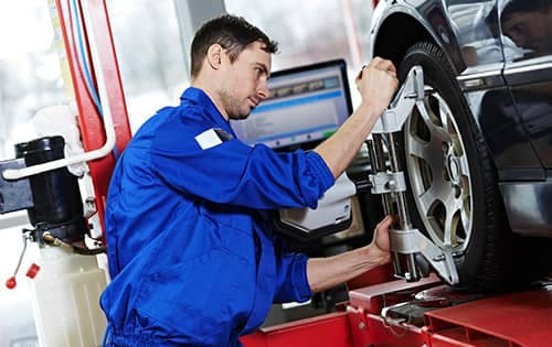 Washington Hyundai is a Hyundai Dealership in Washington near Bethel Park PA | Service technician working on vehicle