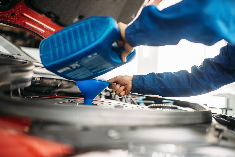 Washington Hyundai is a Hyundai Dealership in Washington near Meadowlands, PA   Mechanic filling up car oil